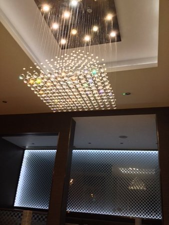 Park Grand London Kensington: bellissimi lampadari sospesi