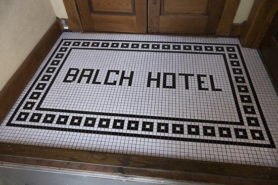 Dufur, OR: Vintage Mosaic in Entryway