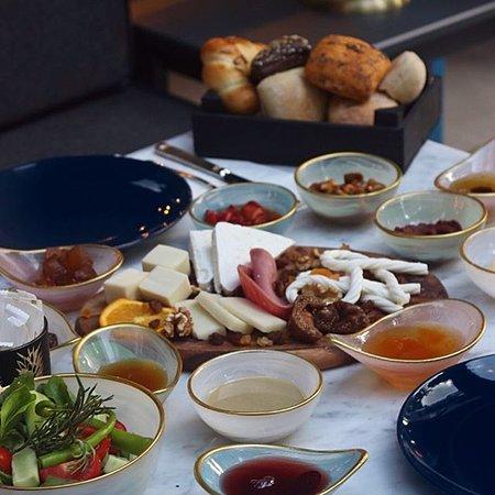 Fiyonk Bakery & Cafe: Fiyonk Serpme Kahvaltı