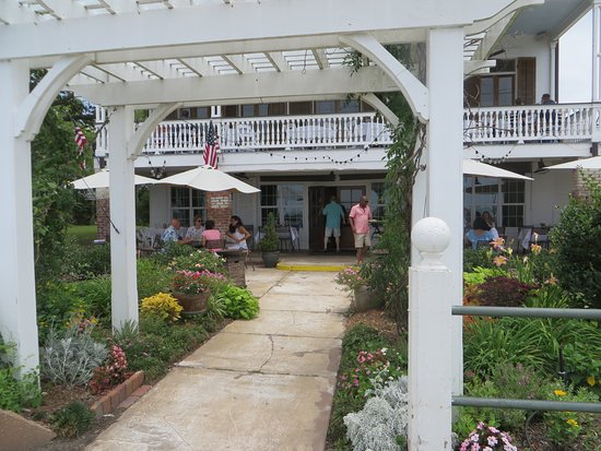 The Lakehouse: Entrance to the rstaurant