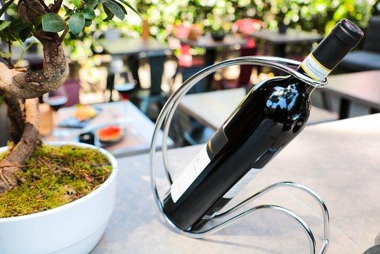 Tutt'Appost Enoteca & Wine Bar: Or a Bottle?