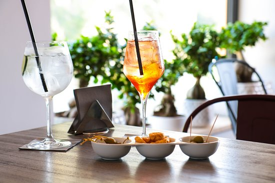 Tutt'Appost Enoteca & Wine Bar: Spritz or Gin Tonic?