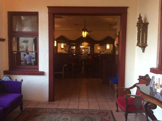 Duarte, CA: Bar area to the left of the entrance. Separated from the rest of the restaurant.