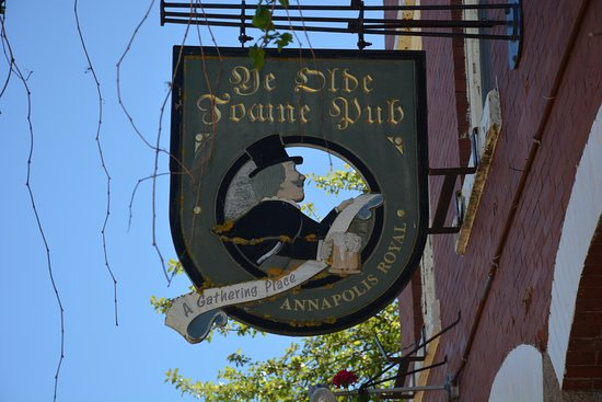 Ye Olde Towne Pub: entrance sign