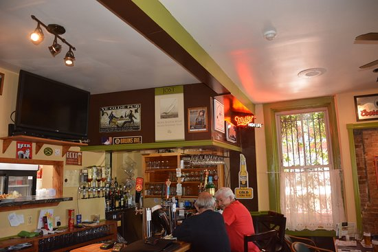 Ye Olde Towne Pub: interior bar area