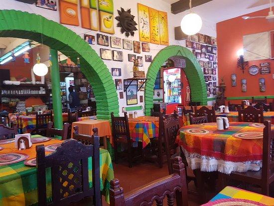 Restaurante Santa Fe: El salon