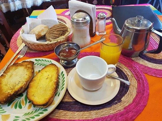 Restaurante Santa Fe: Desayuno al paladar argentino