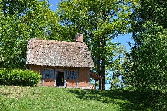 Annapolis Royal Historic Gardens: Acadian cabin