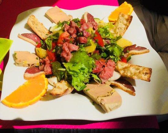 Le Beausejour: A déguster pendants le mois de Juillet et Août nos salades et nos menus