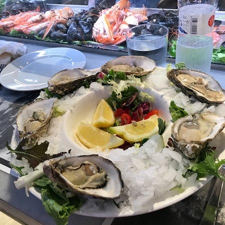 Ramblero de la Boqueria: Seafood so fresh and delicious! Customers from all over the world pack into this La Boqueria pla