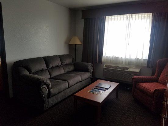 Jorgenson's Inn & Suites: King Suite 302 Sitting Room