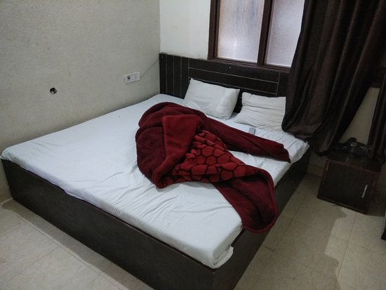 Sharma Guest House: bed