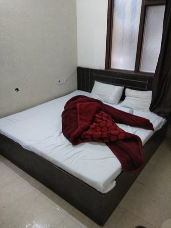 Sharma Guest House: comfy bed