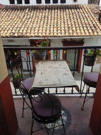 Restaurante Hosteria Bar El Adobe: Mesita en balcon