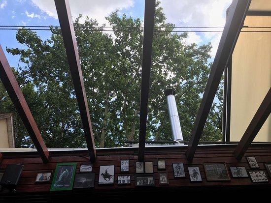 Kemences Csarda: dach odsuwany...