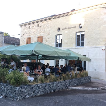 Bourg, France: Les 4 Baigneurs
