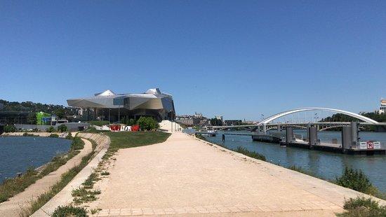 Jardin du Musée des Confluences