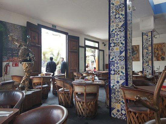 Mariscos Puerto San Pedro: Salon