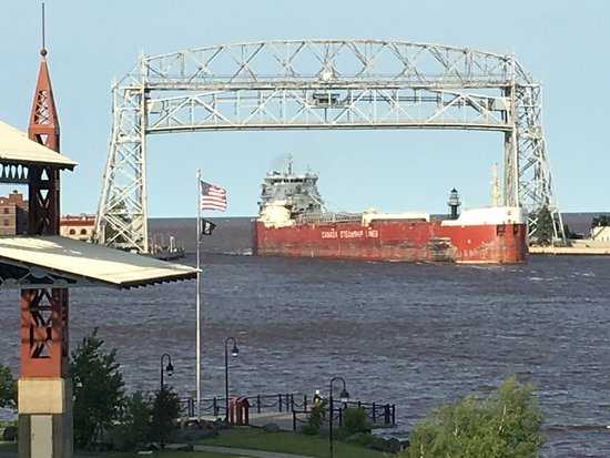 Pier B Resort: Ore boat arriving in Duluth