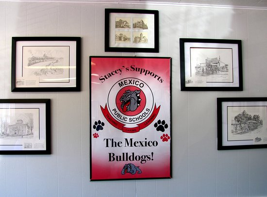 Stacey's Place: Stacey's supports the Mexico Bulldogs..woof~woof... by Carl H. =)~