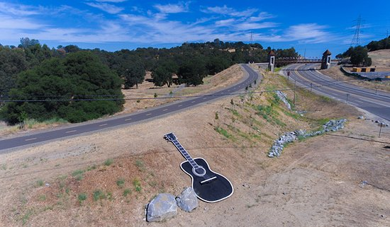 ‪‪Folsom‬, كاليفورنيا: Johnny Cash bridge (upper right) and Johnny Cash Trail‬