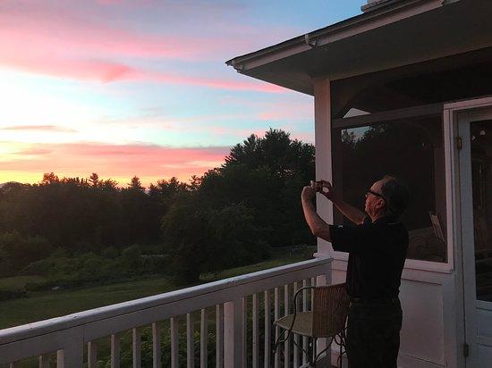 Snowvillage Inn: Photographing sunset!