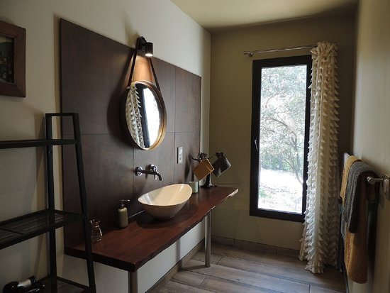"La Villa Kalliste: Salle de bain chambre ""La Garrigue"""