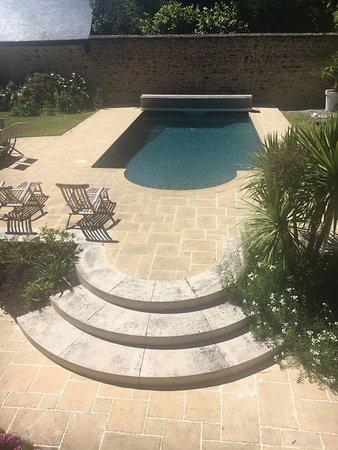 Craon, Prancis: Magnifique piscine et potager !