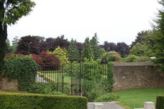 Birr, Ireland: Bellfield House Gardens