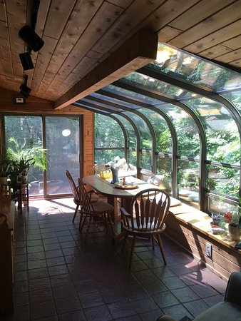 Big Indian, NY: Sunroom by the Creek