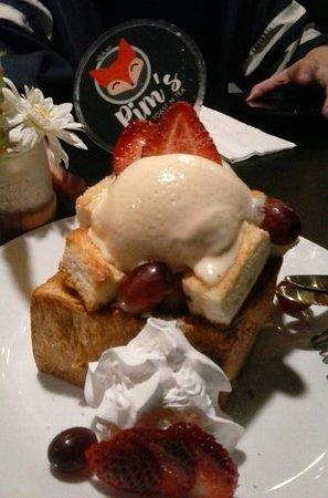 Pim's Honey Toast N Tea: Honey toast and ice cream