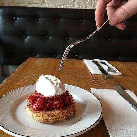 larrys: strawberry shortcake