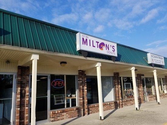 Carlisle, OH: Milton's Donuts