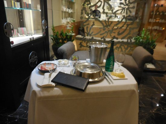Mandarin Oriental, New York: Missing the memorable Room Service from our last visit at the Mandarin Oriental