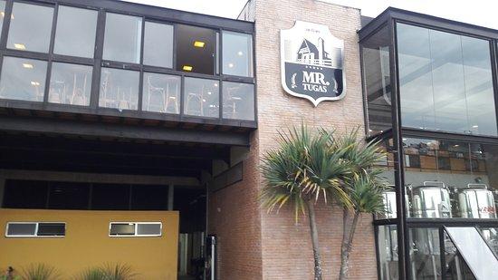 Mr. Tugas: Fachada da Cervejaria e Restaurante