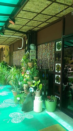 LC's Place Restaurant: entrance to the main resto
