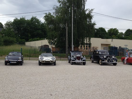 Fromagerie de Mussy: Classic cars at Fromagerie