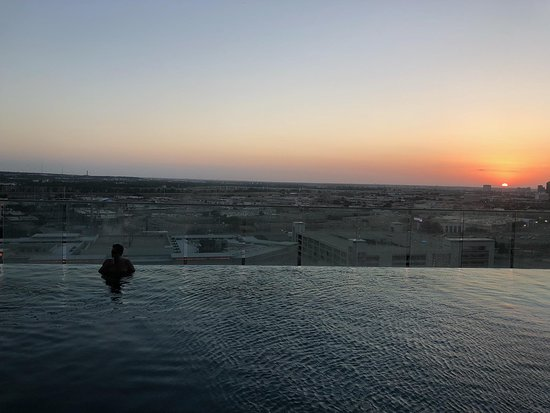W Dallas - Victory: Amazing infinity view of the sunset