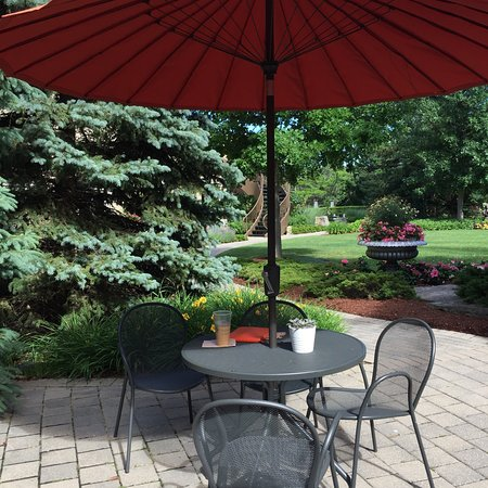 White Oaks Conference Resort & Spa: I loved sitting in the garden area of the resort!