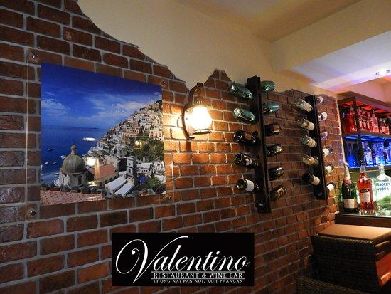 Valentino Restaurant & Wine Bar: Positano wall decoration