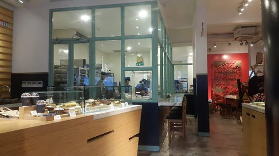 MAROU, Faiseurs de Chocolat: piece vitree