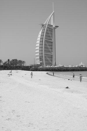 Пляж и парк Джумейры: view from the beach