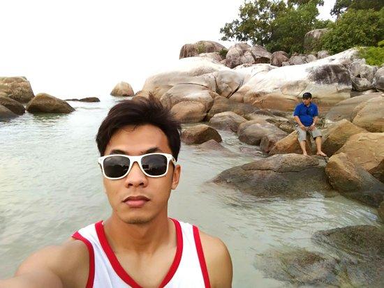Romodong Beach: Abaikan mas-mas yang dibelakang ya, hahaha..