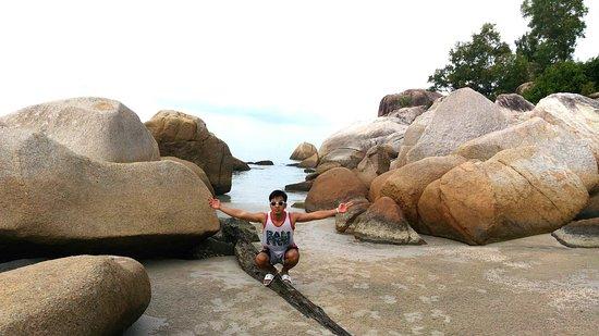 Romodong Beach: pantainya enak buat bermain air