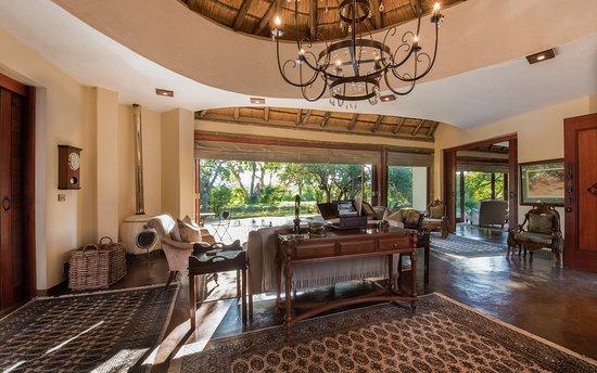 Tintswalo Safari Lodge: Presidential Baines Suite - Main Area