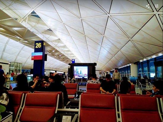 Cathay Pacific: В ожидании рейса,аэропорт Гонконга