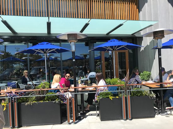 Earls Ambleside Beach: Patrons enjoy the patio on a beuatiful May afternoon