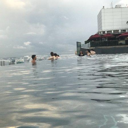 Marina Bay Sands: マリーナベイサンズのプールは気持ち良かったです。