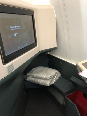 Cathay Pacific: Main screen and side storage locker