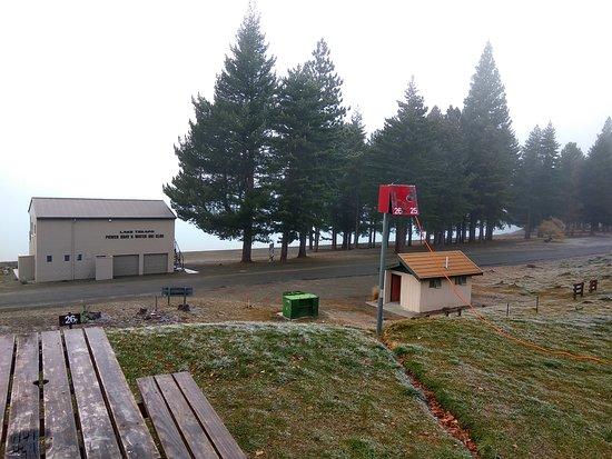Lake Tekapo Motels & Holiday Park: Campervan powered sites